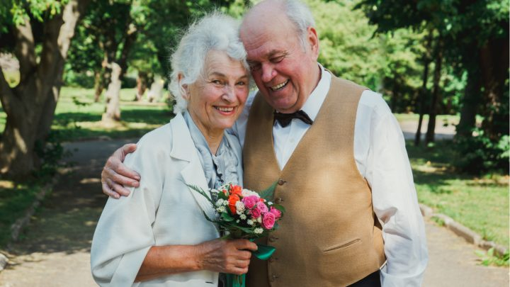 Einladung Zur Goldenen Hochzeit: Ideen Für Die Perfekten Einladungskarten