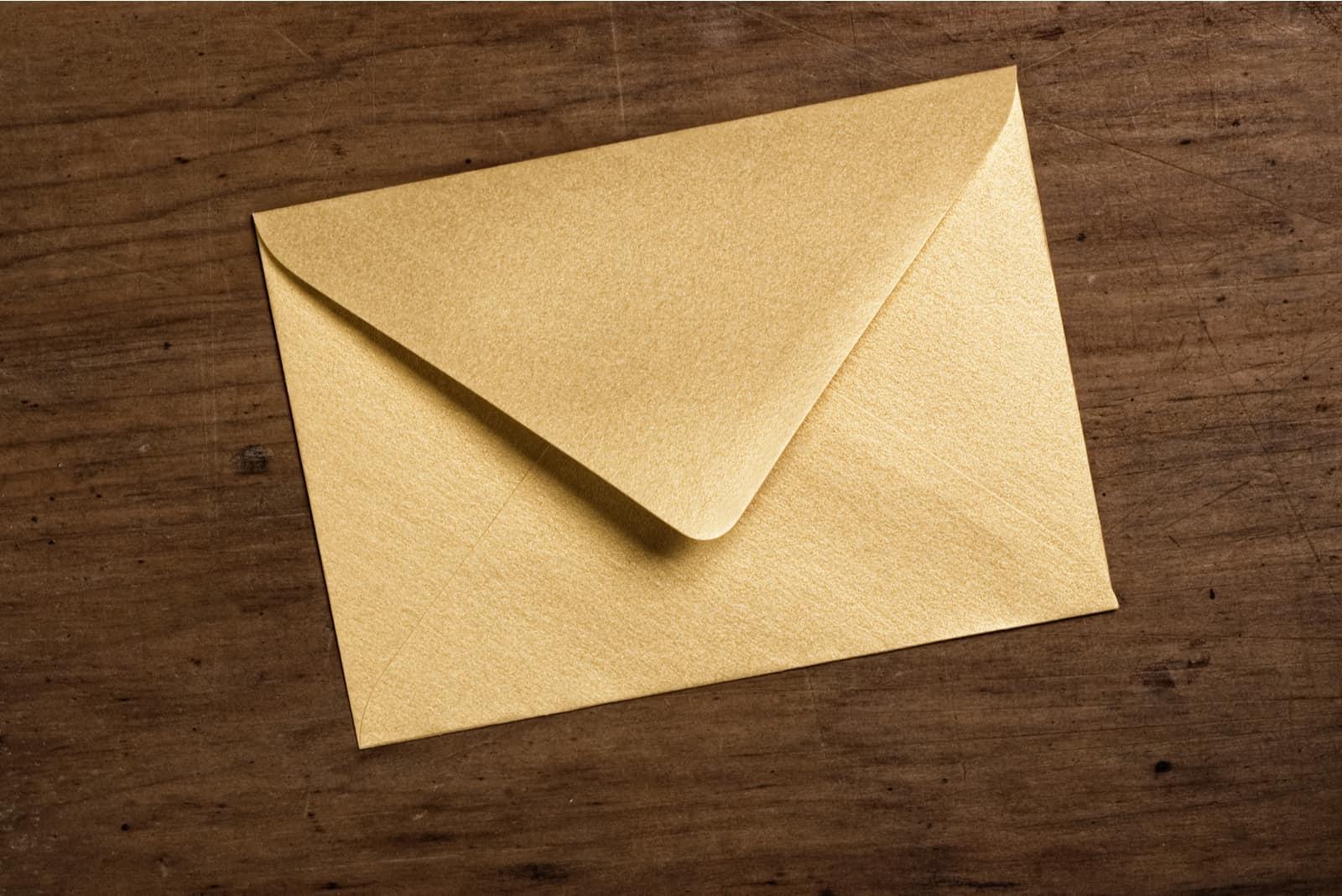 Goldener Umschlag