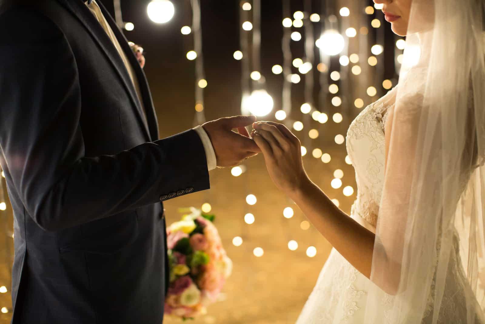 Abendliche Hochzeitszeremonie