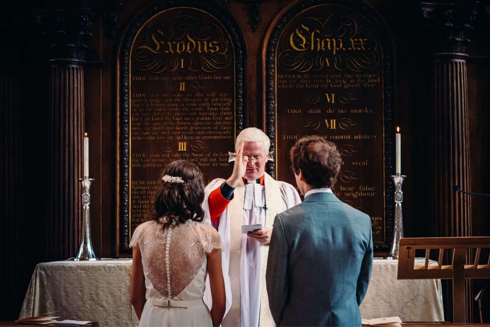 Braut und Bräutigam kirchliche Hochzeits