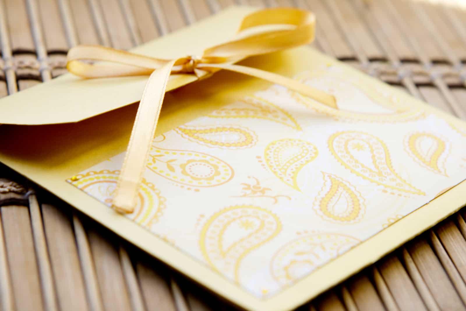 Goldener handgemachter Umschlag