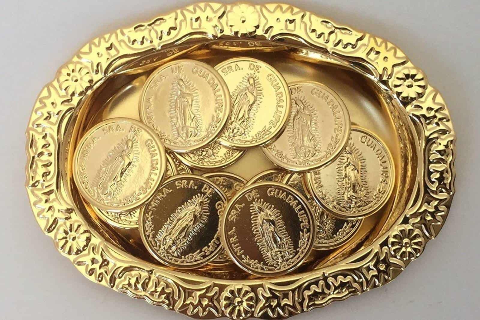 goldene Münzen für die Hochzeit