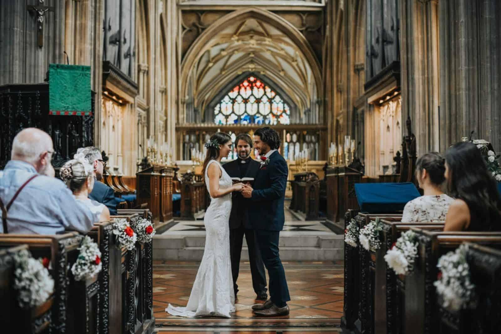 katholische Hochzeit in der Kirche (1)