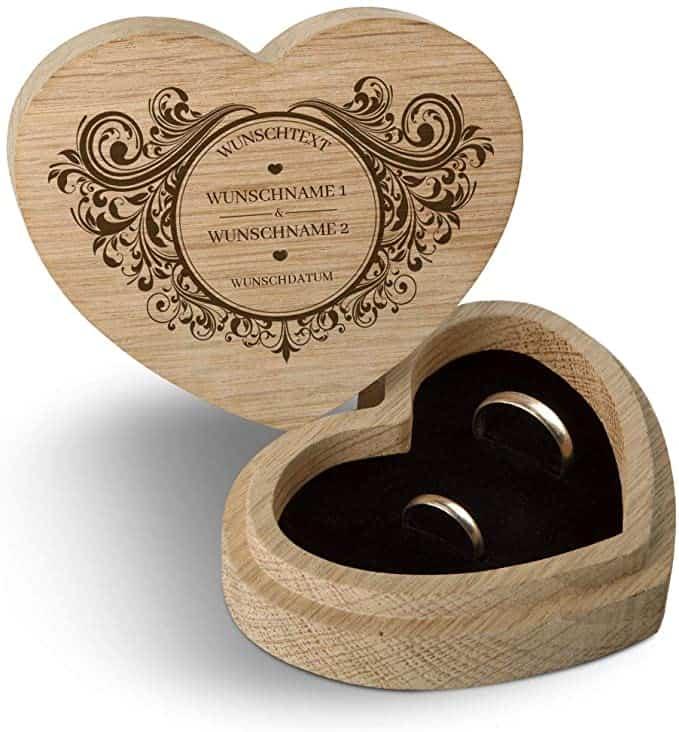 Ringschachtel aus Eichenholz in Herzform