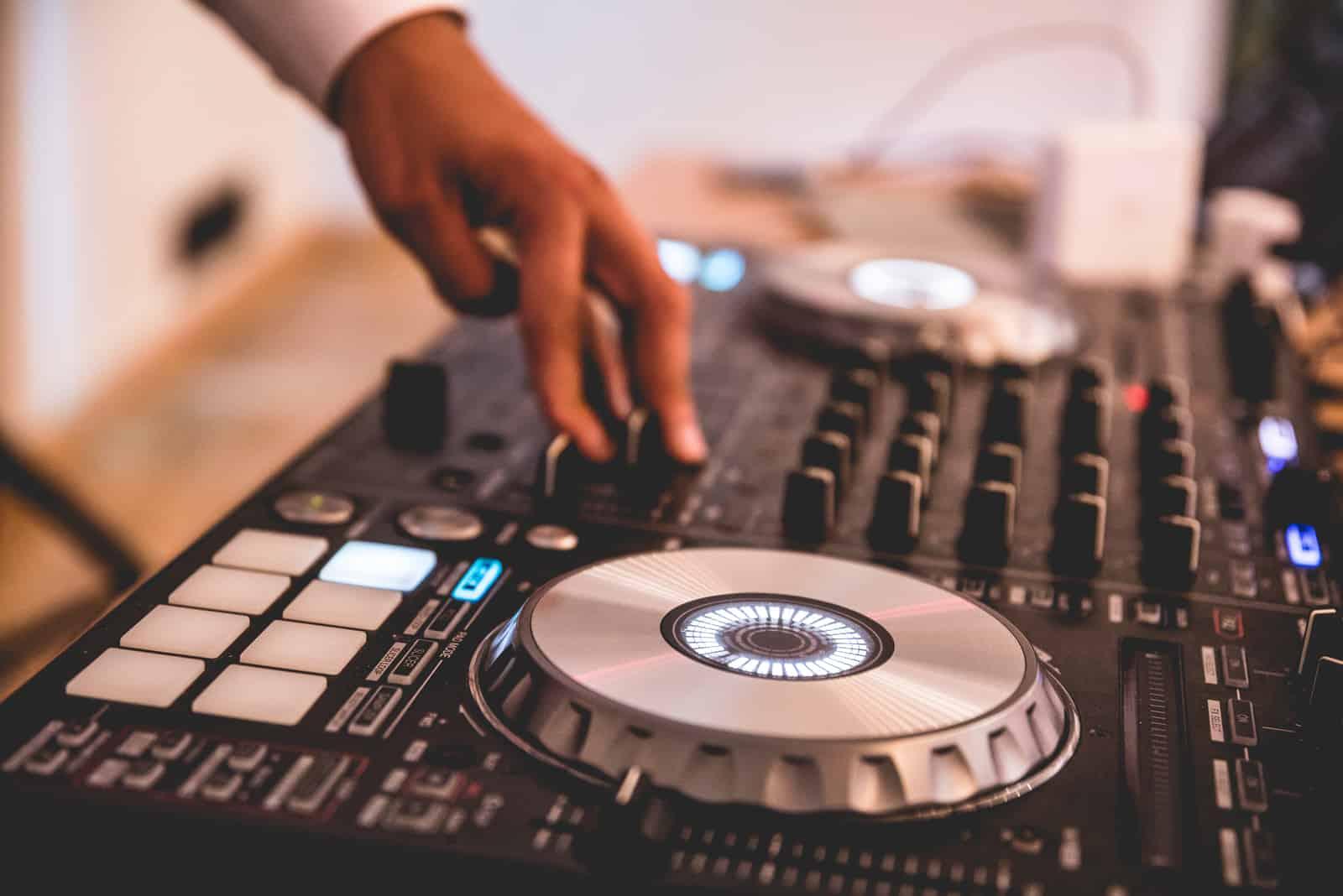 DJs Hand