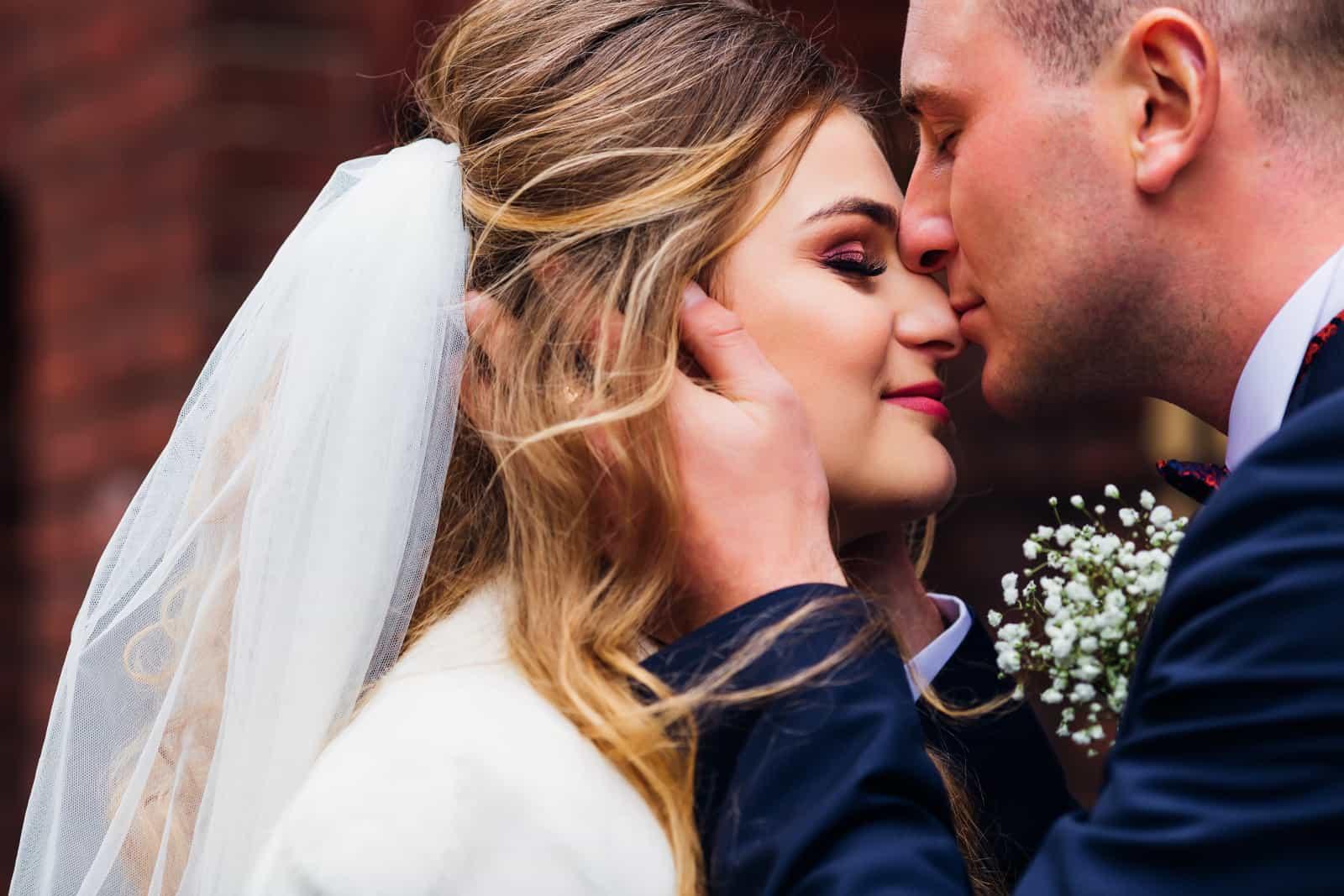 Der Bräutigam liebt die Braut