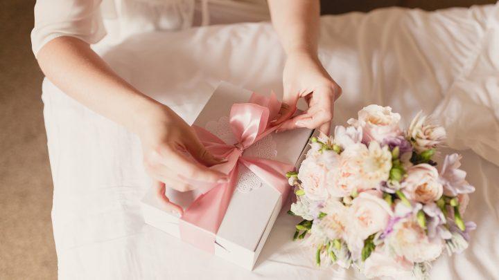 Die besten Ideen für das perfekte Verlobungsgeschenk