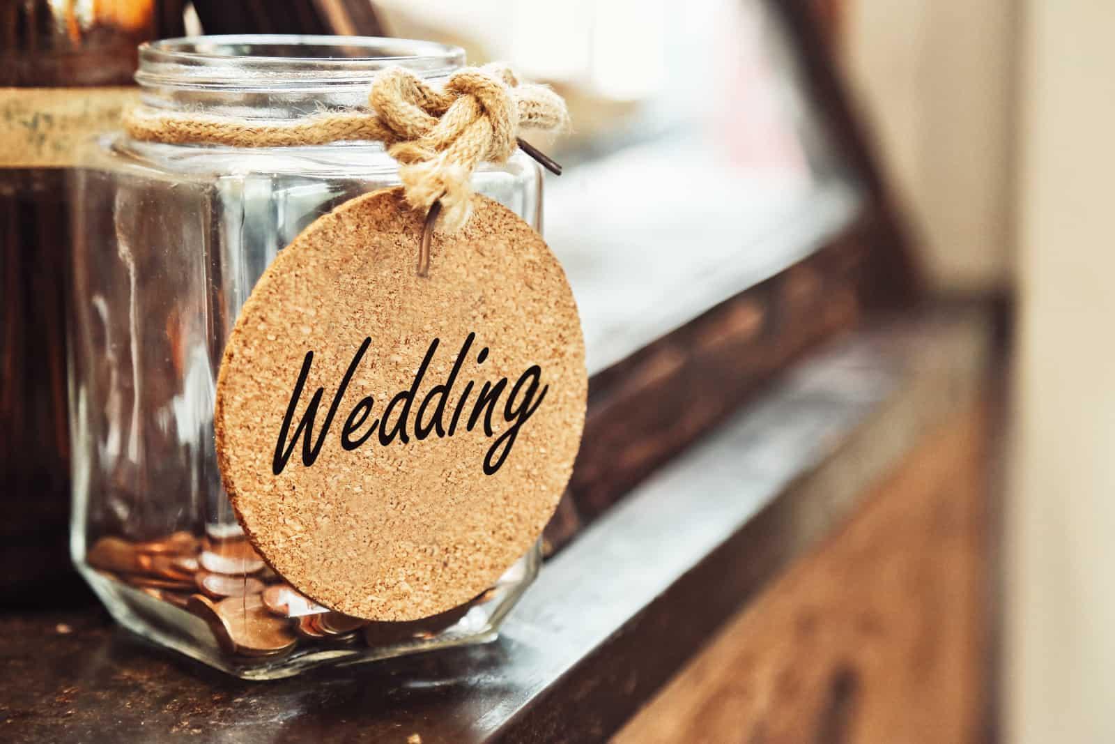 Glas mit der Aufschrift Hochzeit