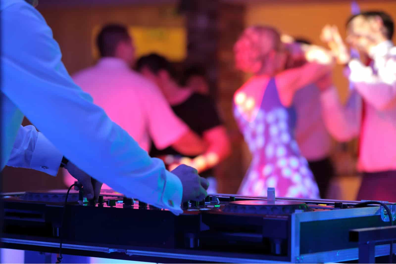 Hochzeitsfeier der tanzenden Paare