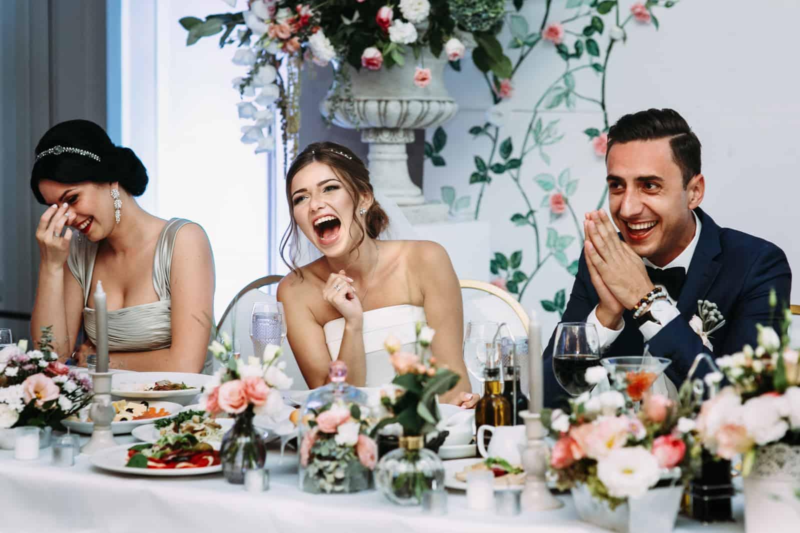 Jungvermählten, die sehr glücklich sind