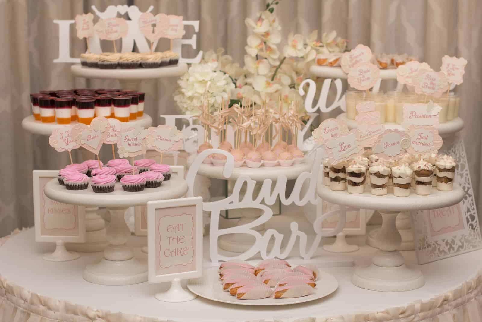 Köstliches süßes Buffet mit Cupcakes