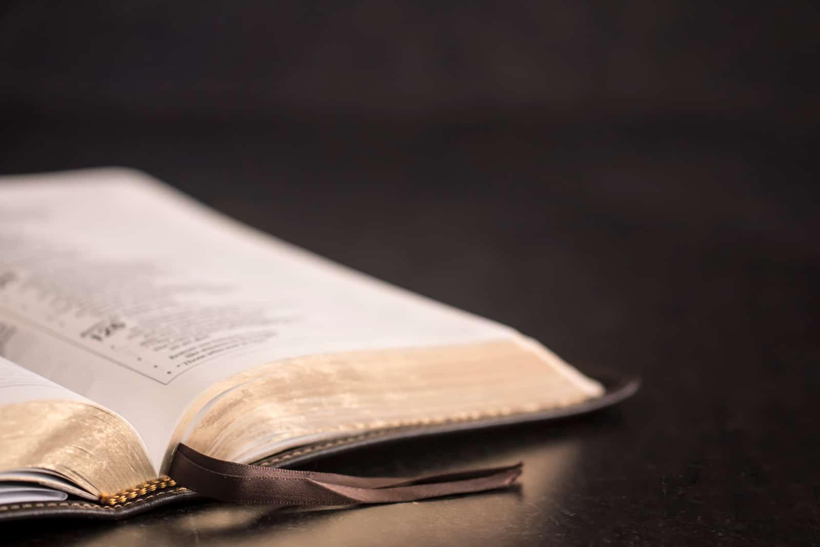 Öffne die Bibel
