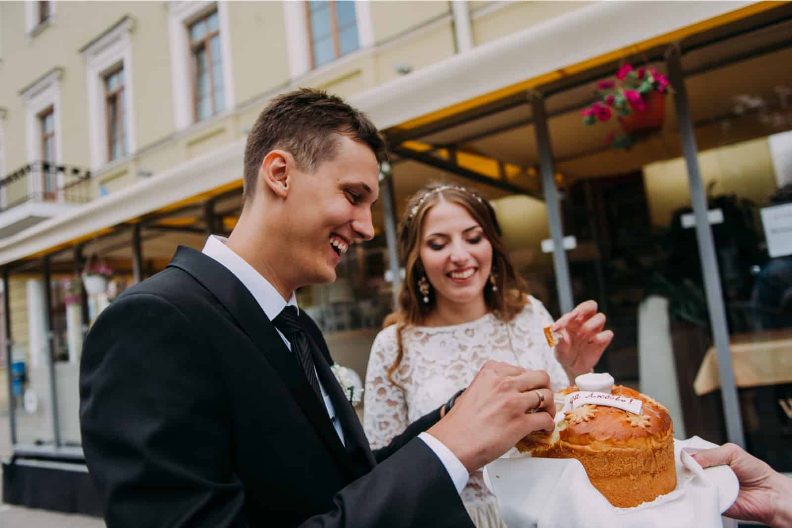 Russisches Hochzeitsbrot mit Salz