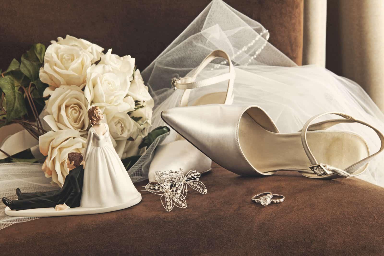 eine Reihe von Kleidern für die Braut