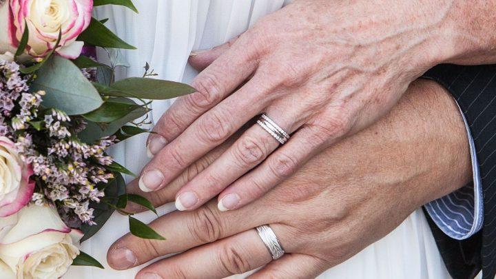 Der 26. Hochzeitstag: Bedeutung und Geschenkideen zur Jadehochzeit
