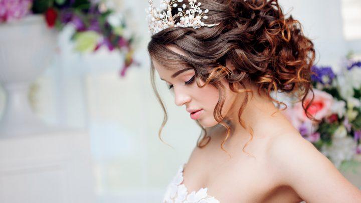 Diadem Hochzeit: Das funkelnde Haarschmuck für die einmalige Braut