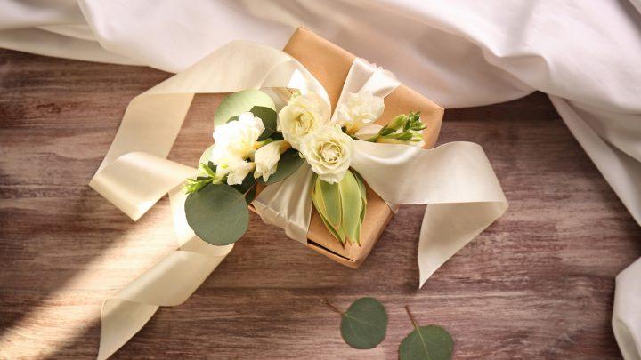 Stilvolle Hochzeitsgeschenke: Die schönsten Geschenkideen für das Brautpaar