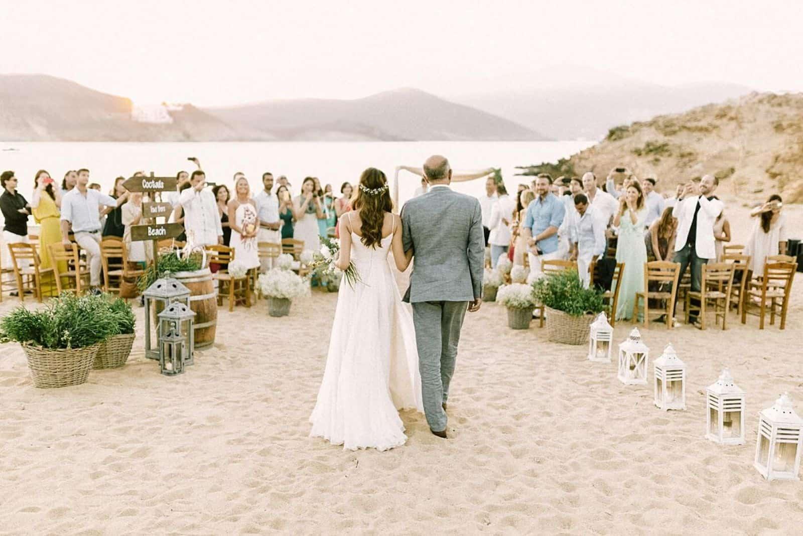 eine schöne Hochzeit an einem Sandstrand