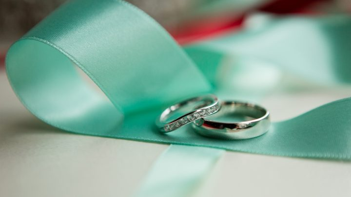 wedding rings on a turquoise ribbon