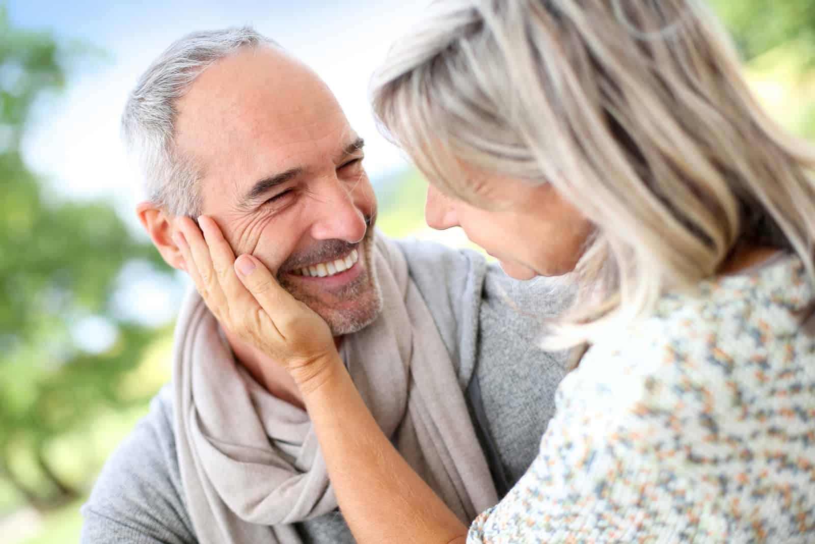 süßes 50-jähriges Paar