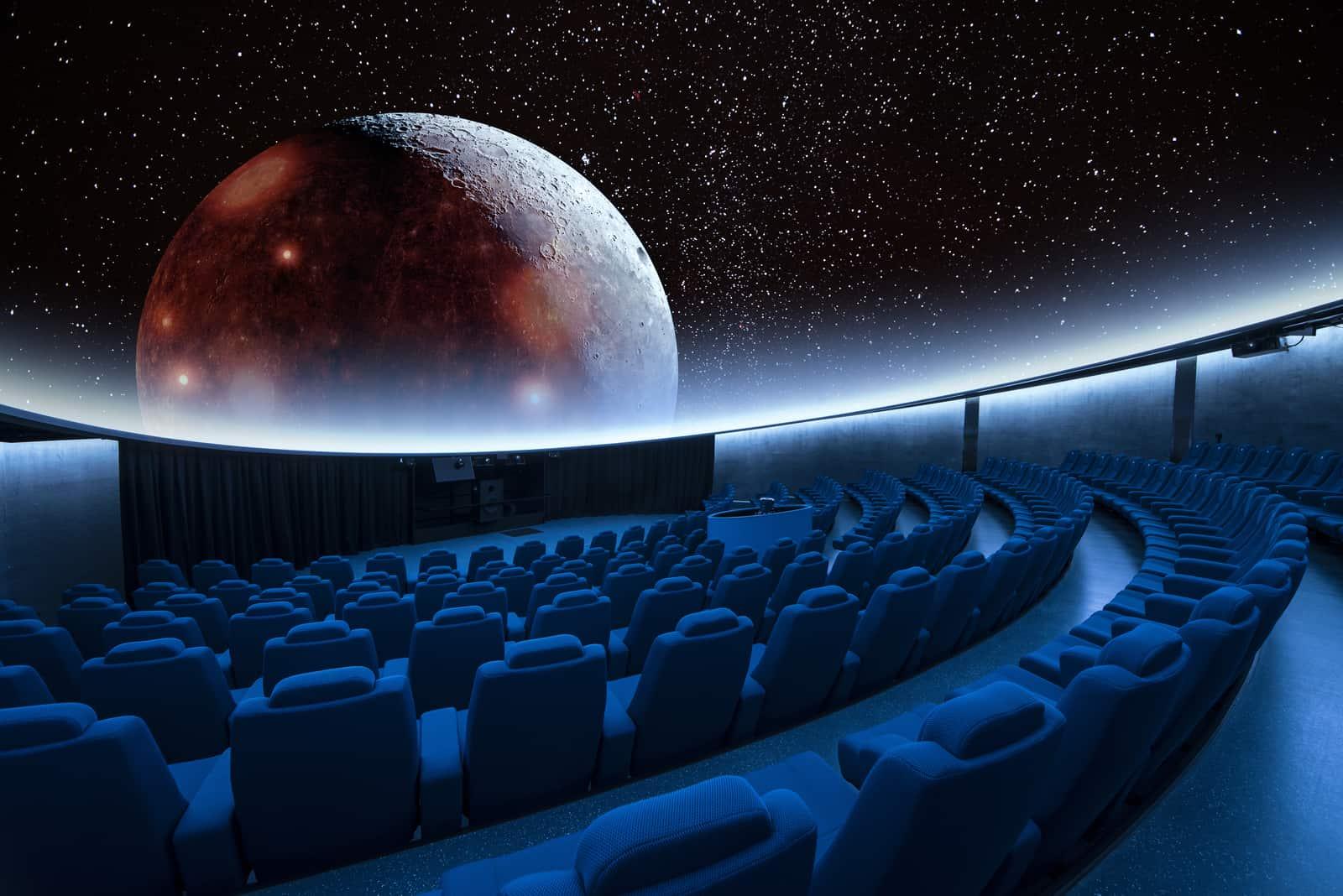 spektakuläre Sterne und die digitale Mondprojektion im Planetarium