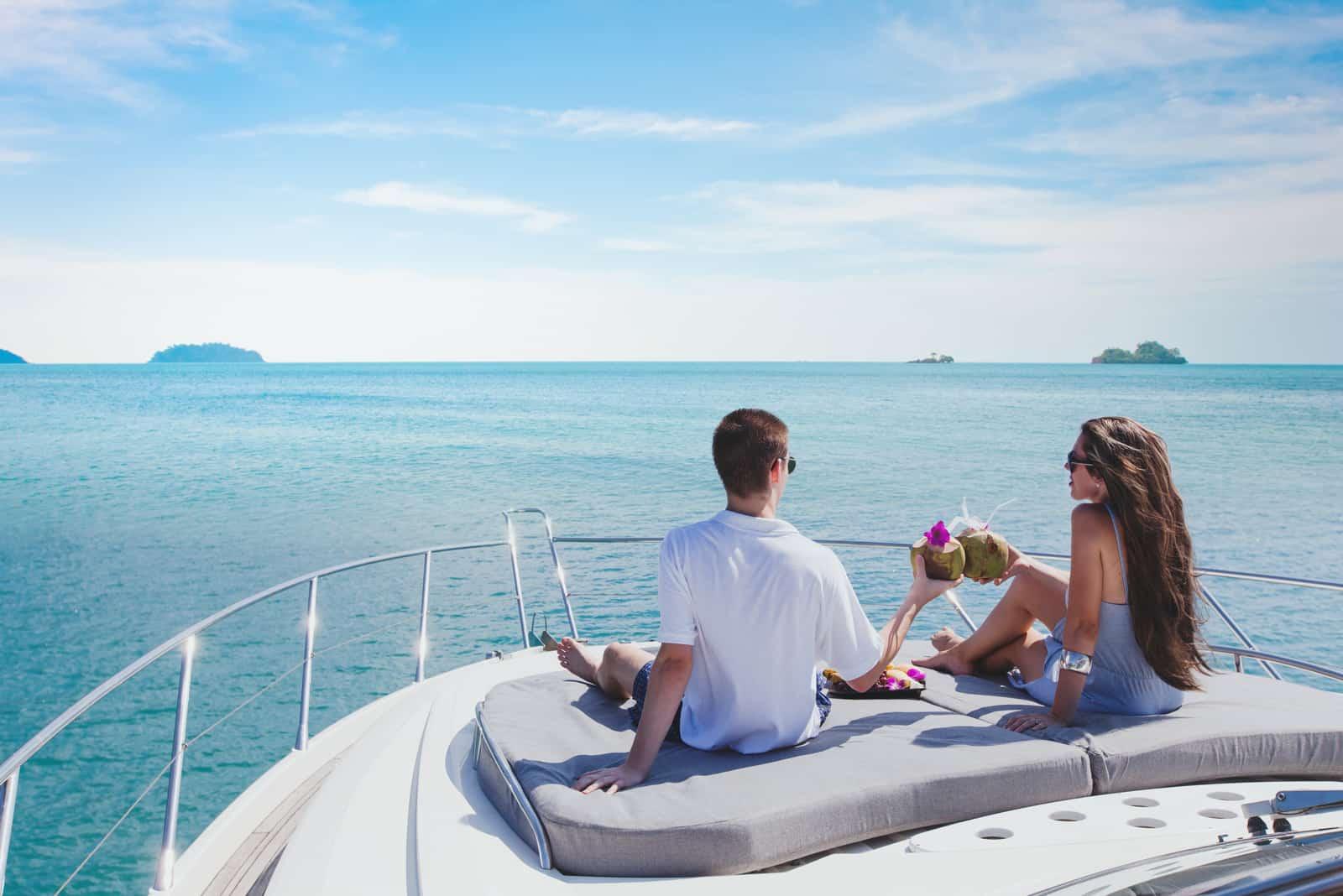 Flitterwochen auf einer Luxusyacht