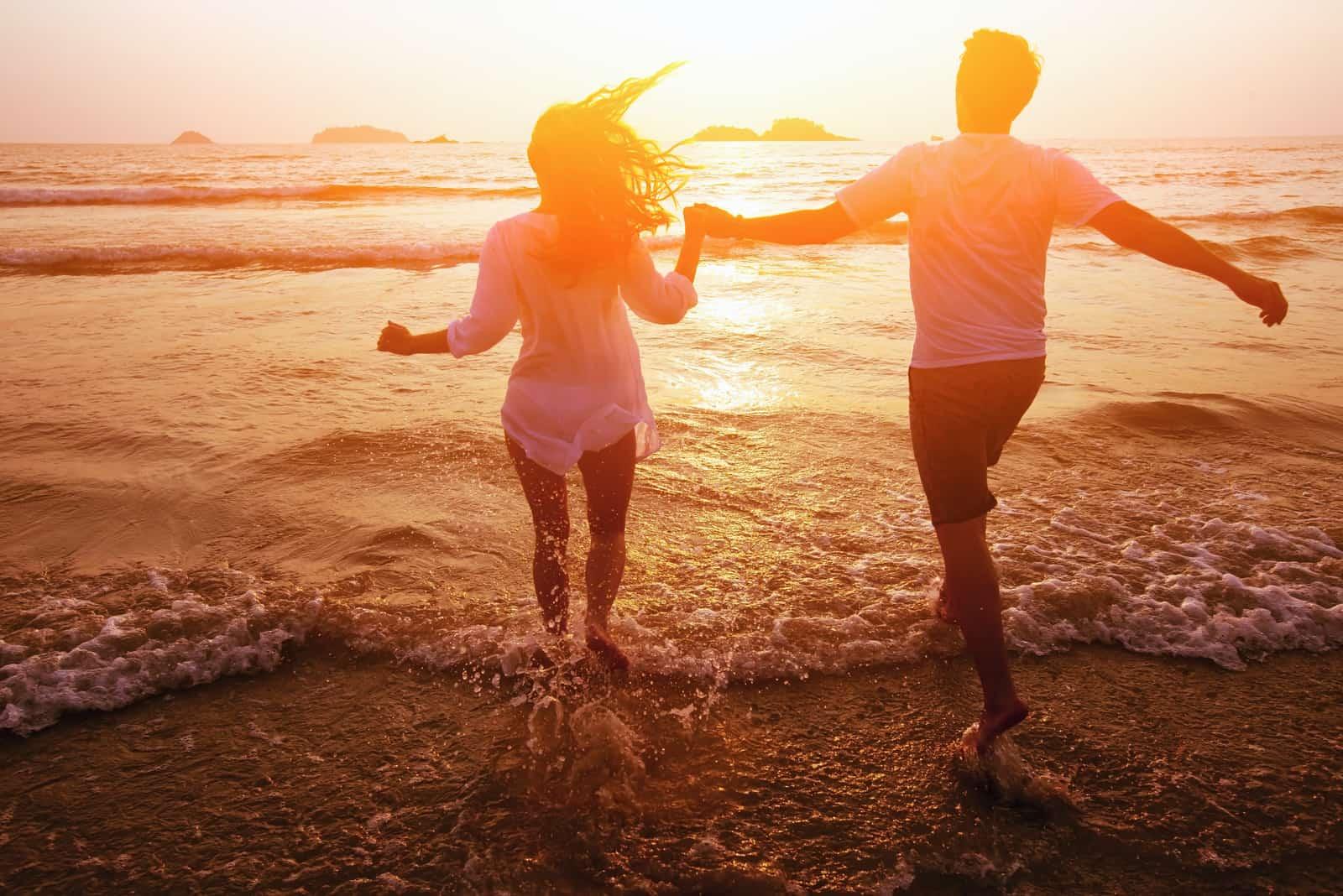 Paar am Strand, Traumurlaub