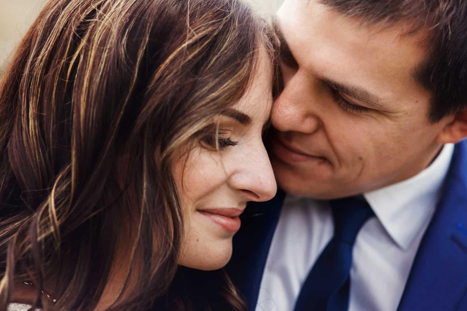 Sinnlich romantisches Brautpaar