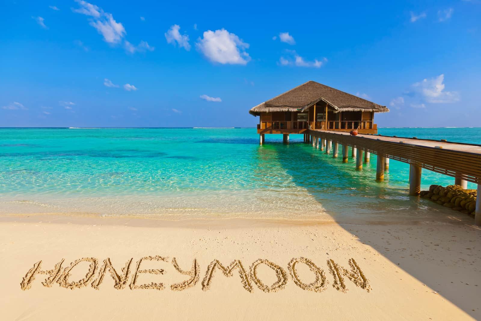 Wort Flitterwochen am Strand