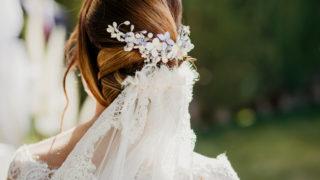 Braut mit Hochsteckfrisur und Schleier