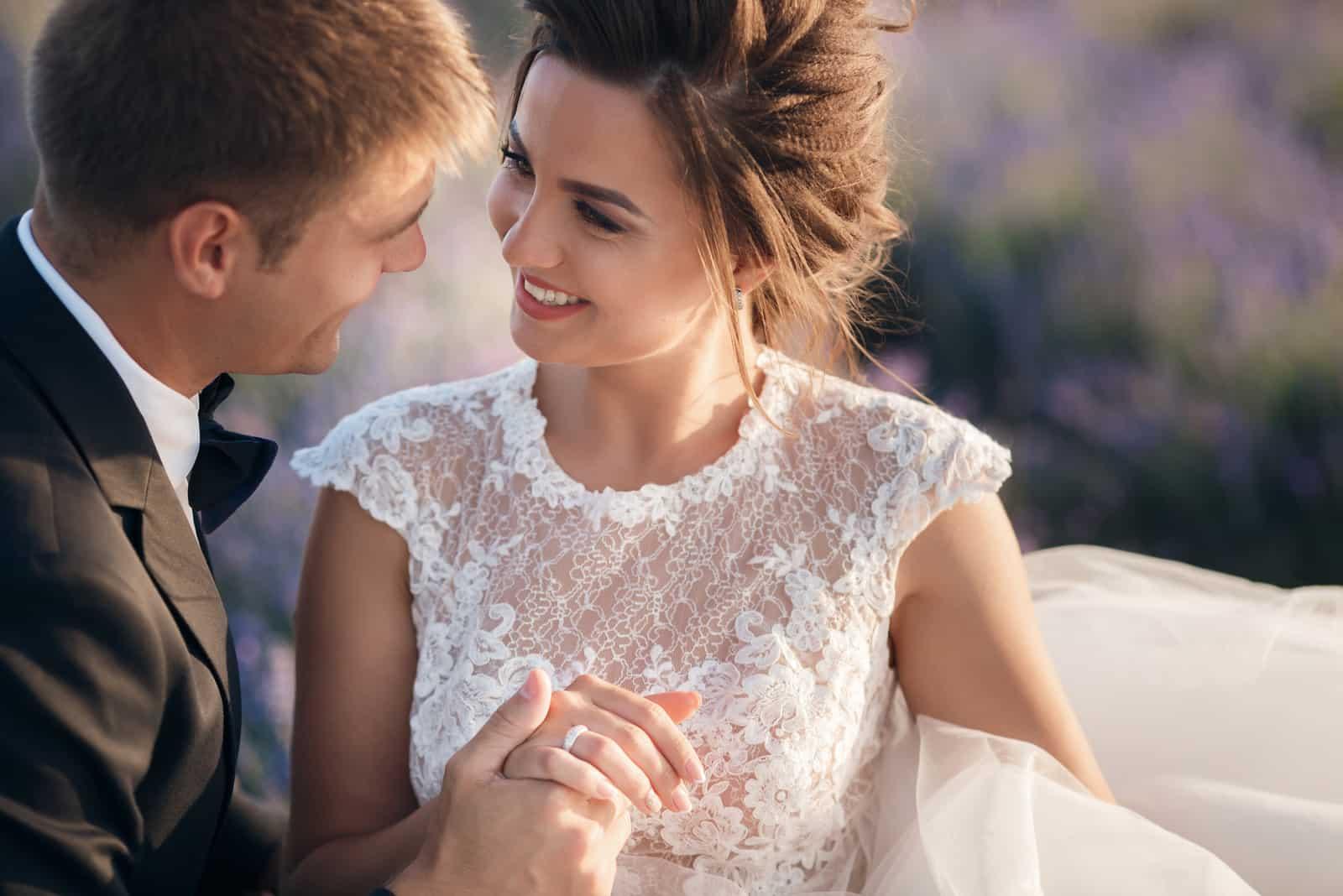 Junges Paar in der Liebe Braut und Bräutigam