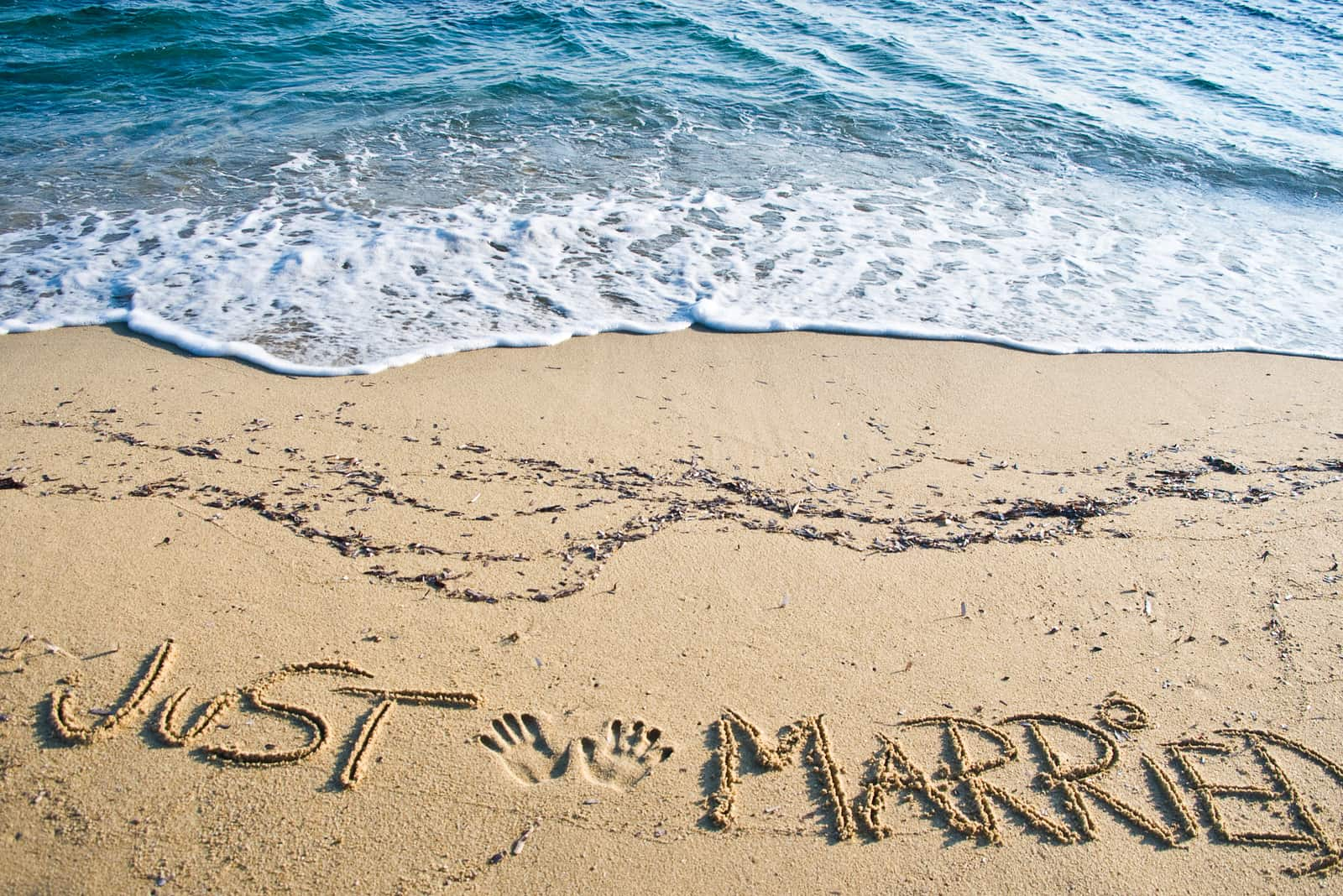 Just Married in Sand on the Beach geschrieben