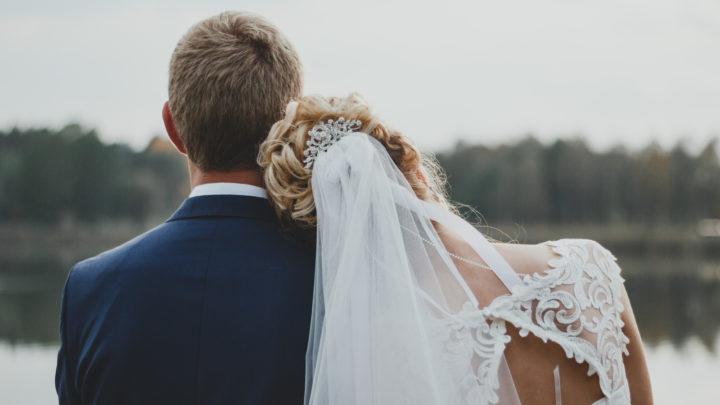 Liebevolle Hochzeitsgrüße für das Brautpaar und die Gäste