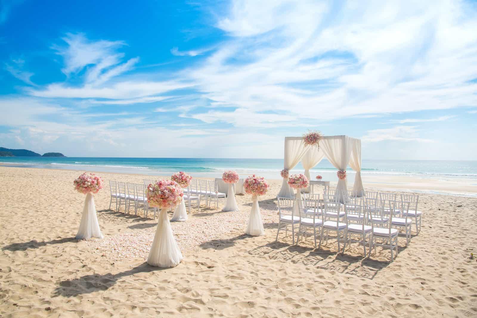 Romantische Hochzeit am Strand