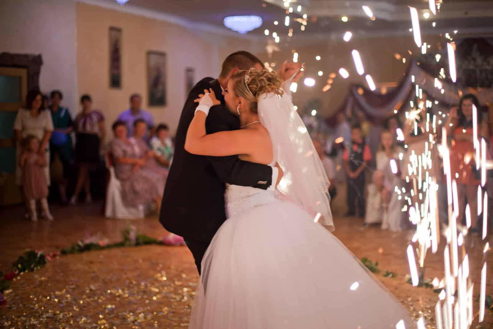 erster Tanz des schönen Brautpaares